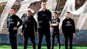 Gareth Bale (középen) és az Ellevens Esports csapata