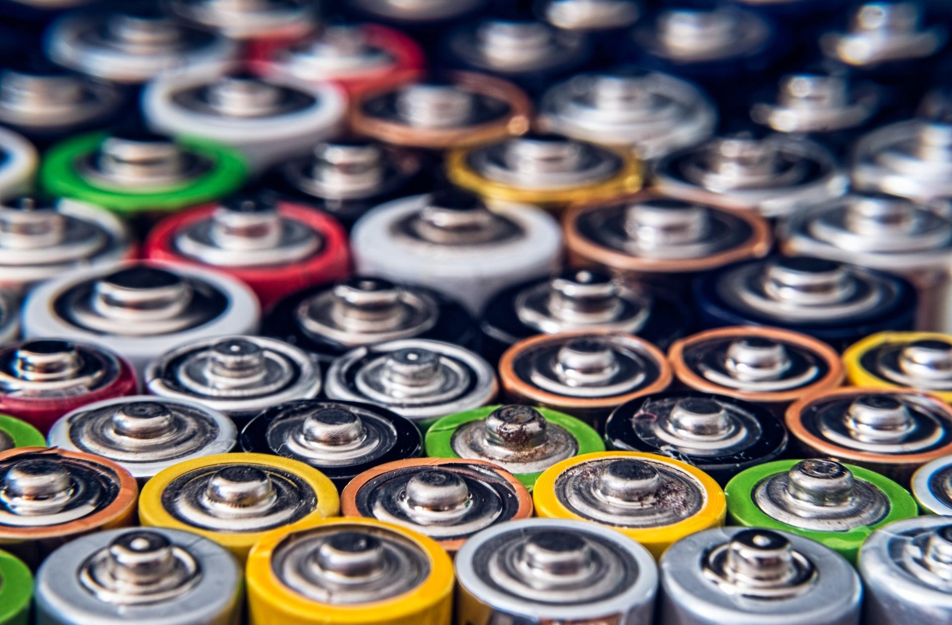 Környezetkímélő akkumulátorba fektetnek a hírességek