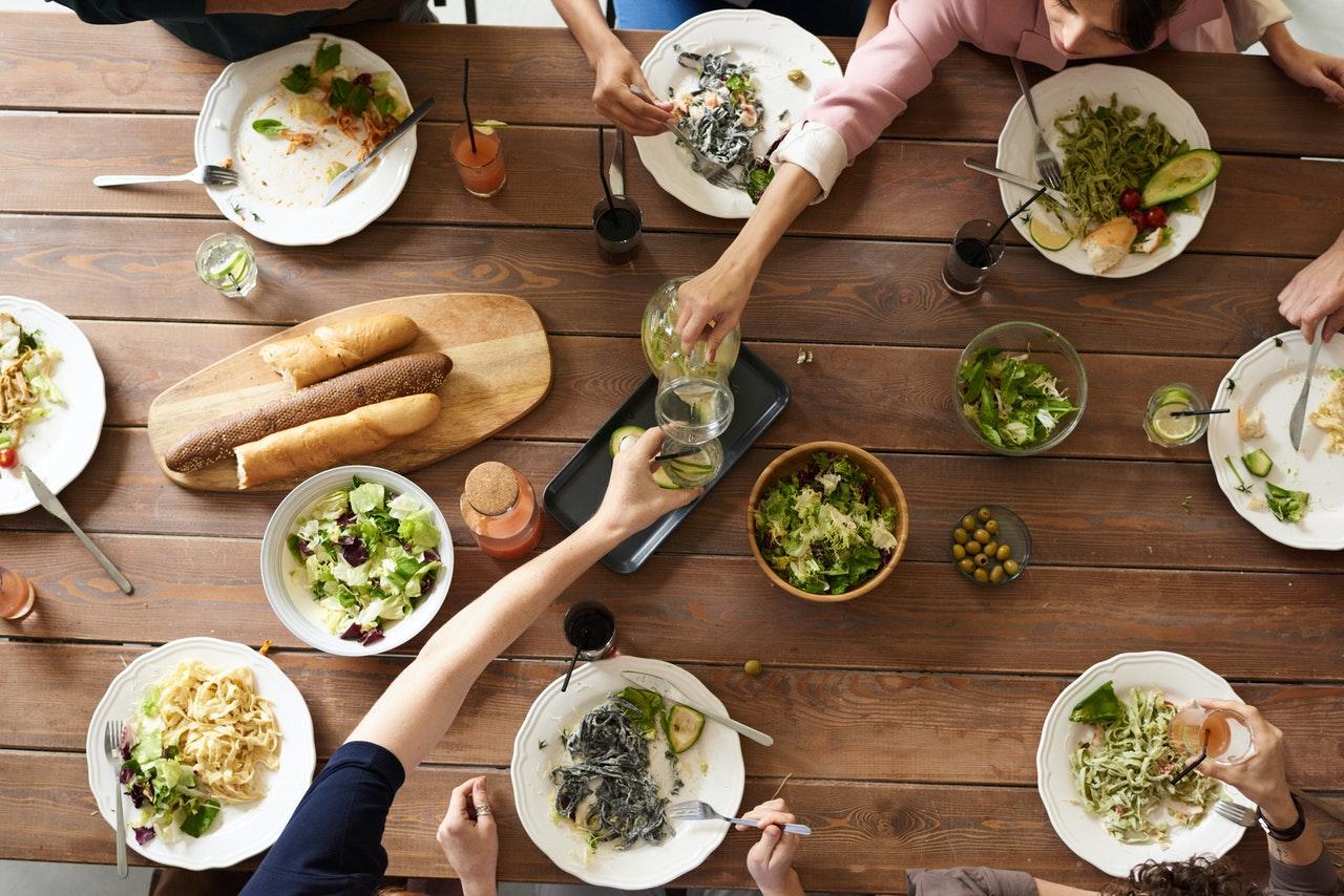 Egészséges ételekbe fektetnek a sztárok